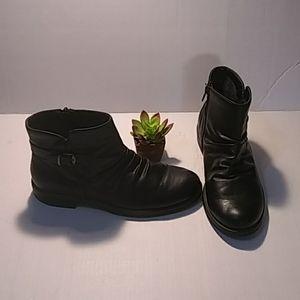 Bear traps black ankle boots size 8 1/2 M.